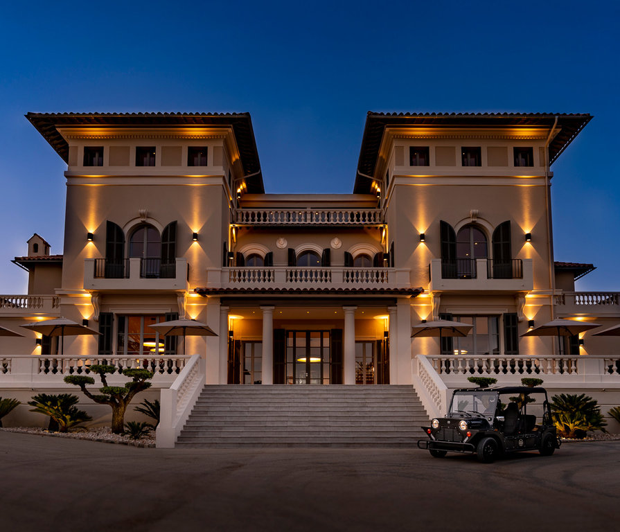MAGNIFICENT VILLA WITH SEA VIEW IN A DOMAIN