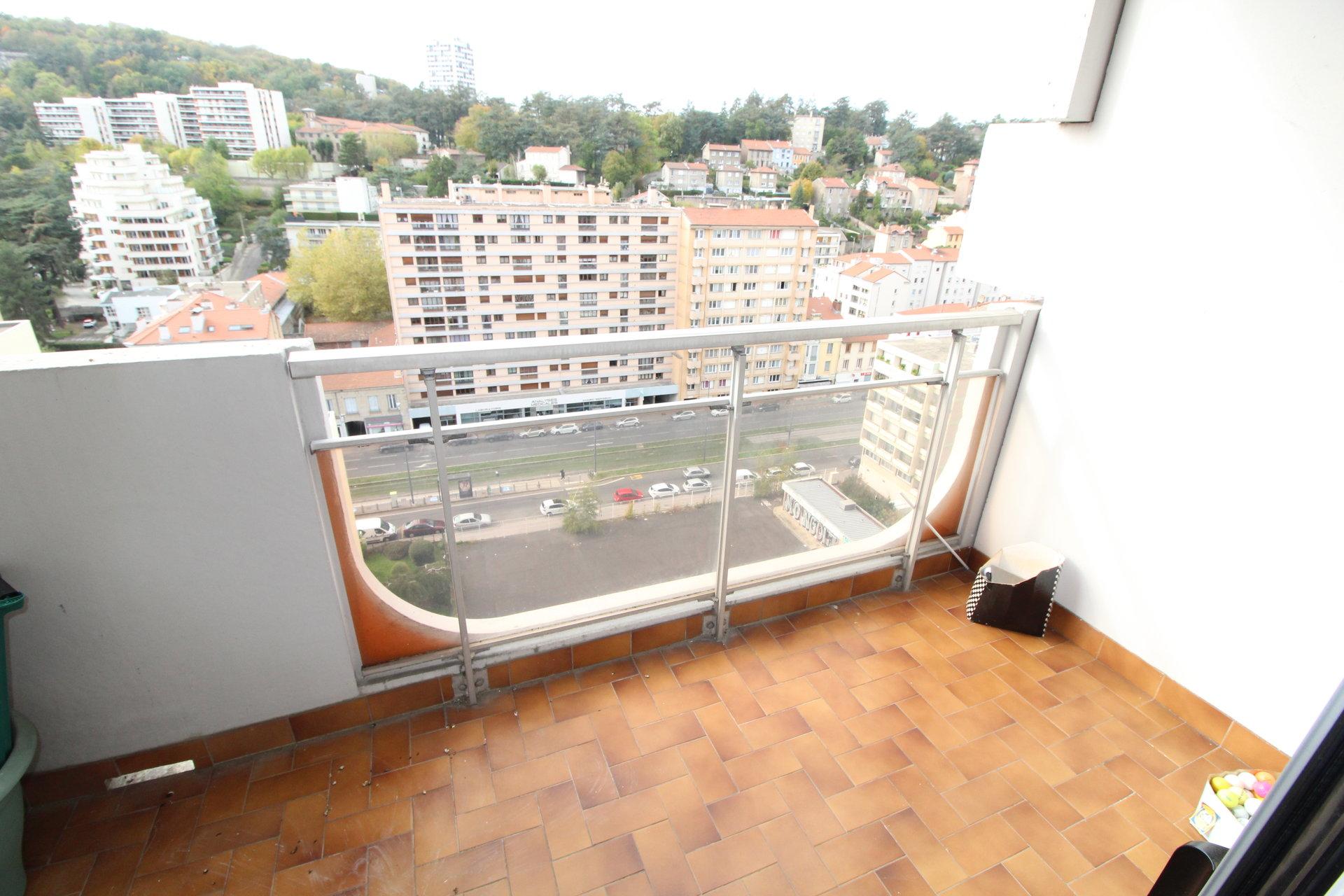 Appartement Bergson 3 pièces 68m2 avec balcon et garage.