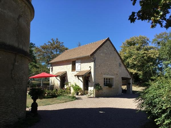 Detached house with gîte, swimming pool, tennis in Burgundy