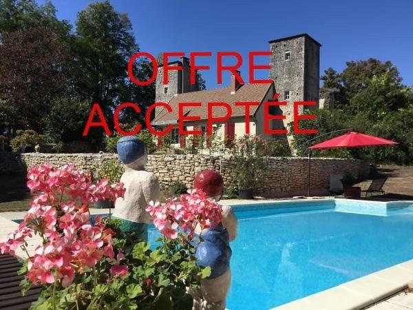 Voormalig kasteel met gîte, zwembad en tennisbaan in Bourgondië