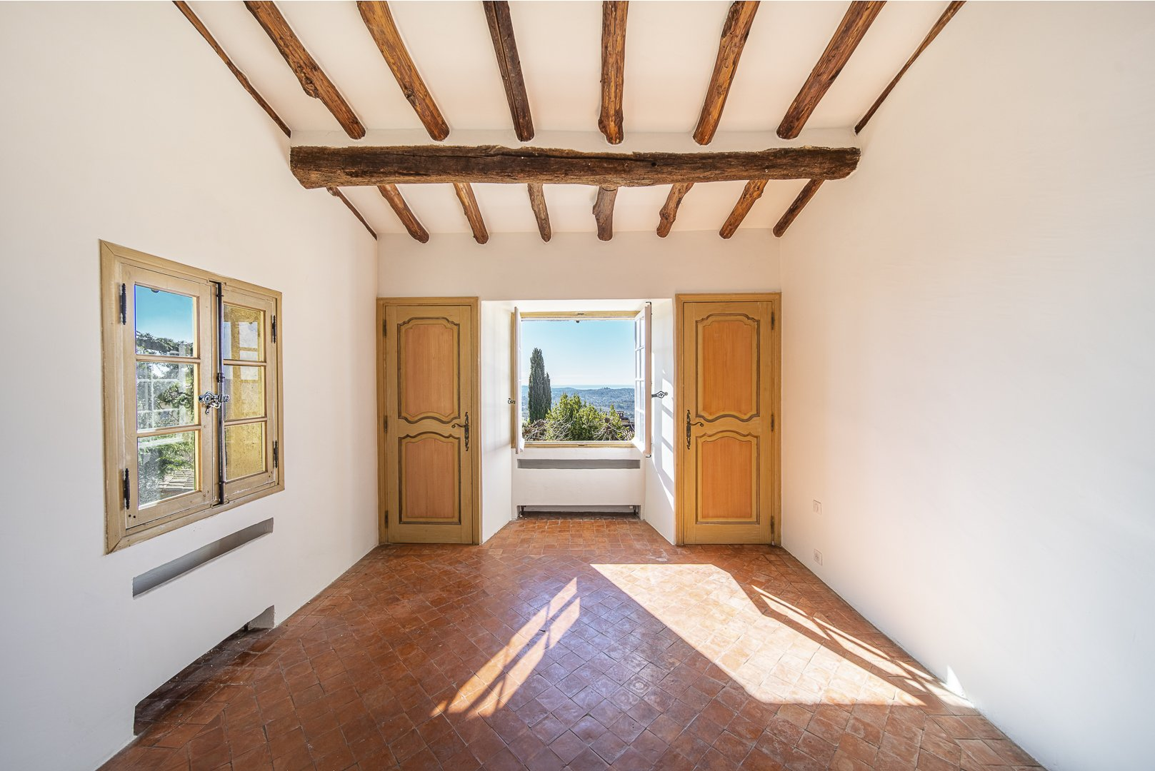 EXCEPTIONAL PANORAMIC SEA VIEW - WALKING DISTANCE TO THE VILLAGE