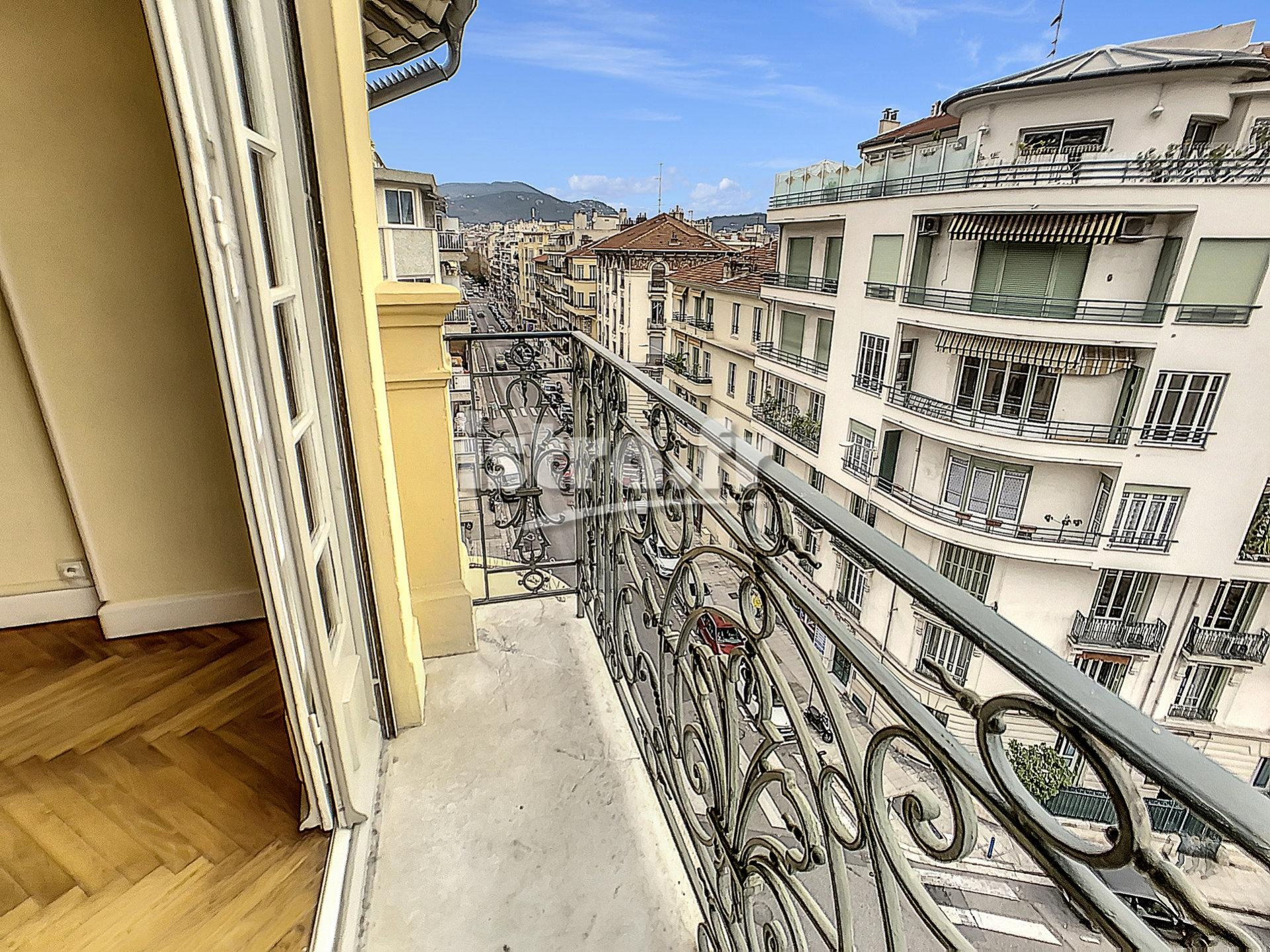 Nice Chateauneuf - Top floor 1 bedroom apartment