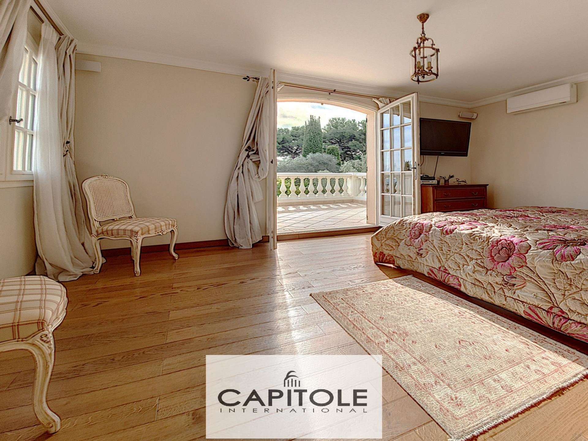Biot - For sale Luxurious villa of 355m² with pool