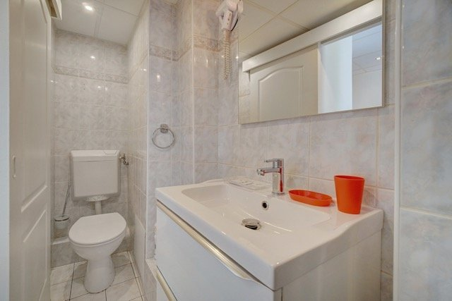 Building of 4 studios 20 meters from the rue d'Antibes, rental profitability assured