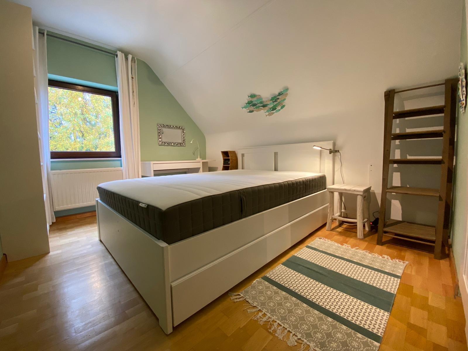 ZU VERMIETEN - Möbliertes Schafzimmer in Senningerberg