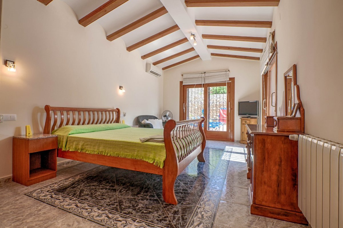 Very private large finca