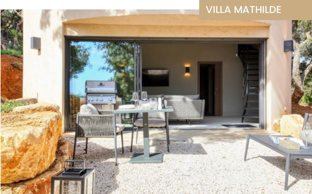 SMALL VILLA FOR A COUP0LE IN A PRIVATE DOMAIN