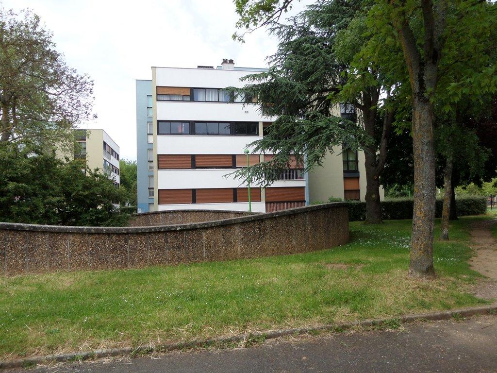 T4 75m² avec terrasse sur balcon