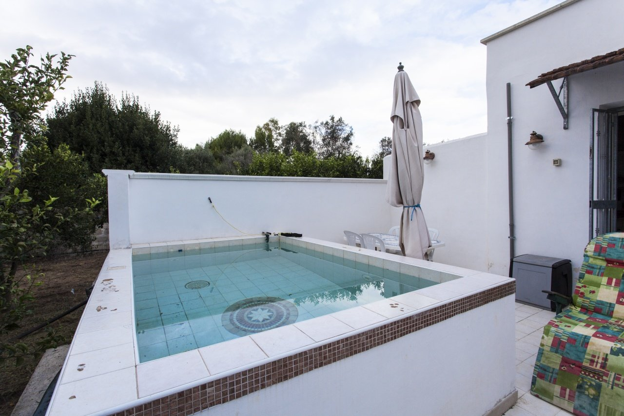 2 bedrooms villa with private garden