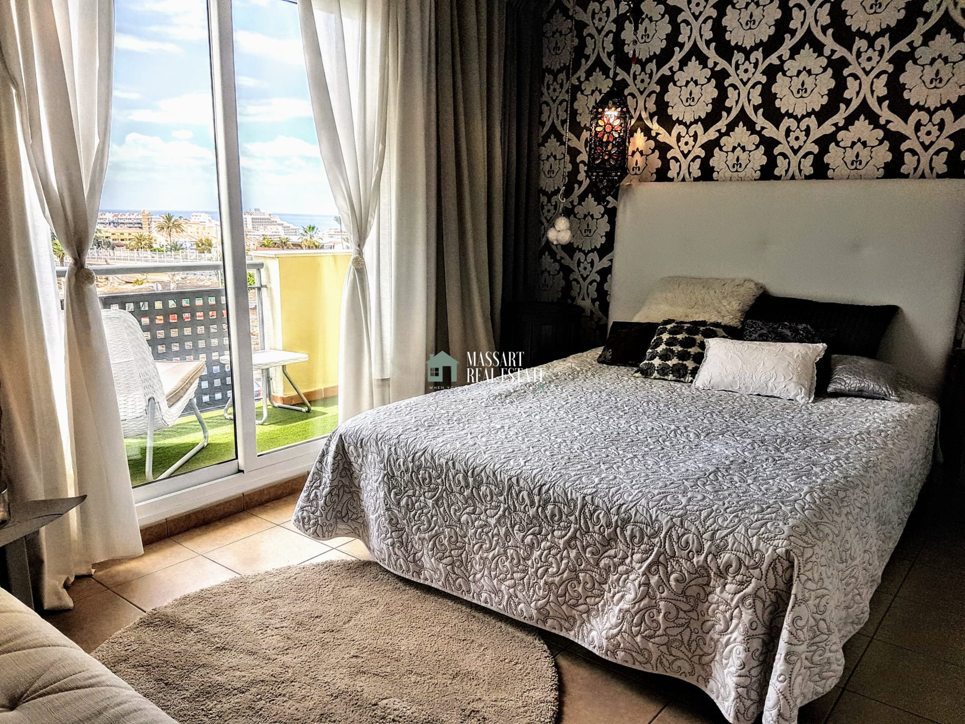 Prachtig halfvrijstaand huis van 250 m2 TE KOOP in het prestigieuze gebied van Costa Adeje.