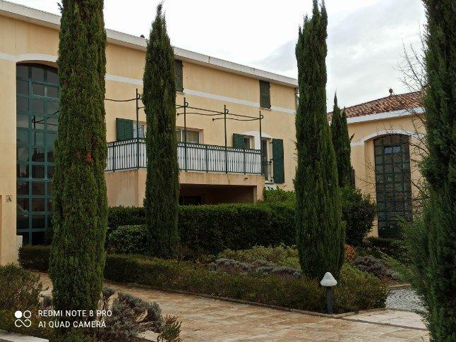 location T2 meublé avec terrasse, garage, piscine