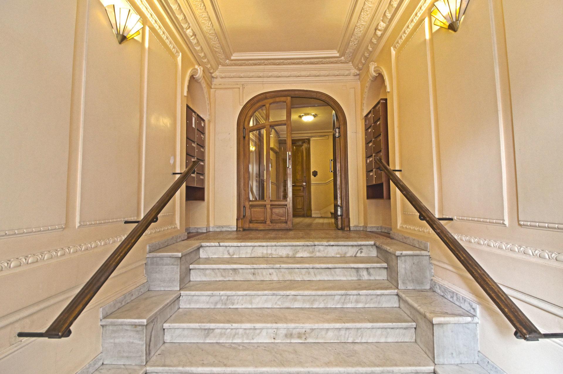LIBERATION - Dernier étage - 2P sous les toits - TBE - 170.000 €