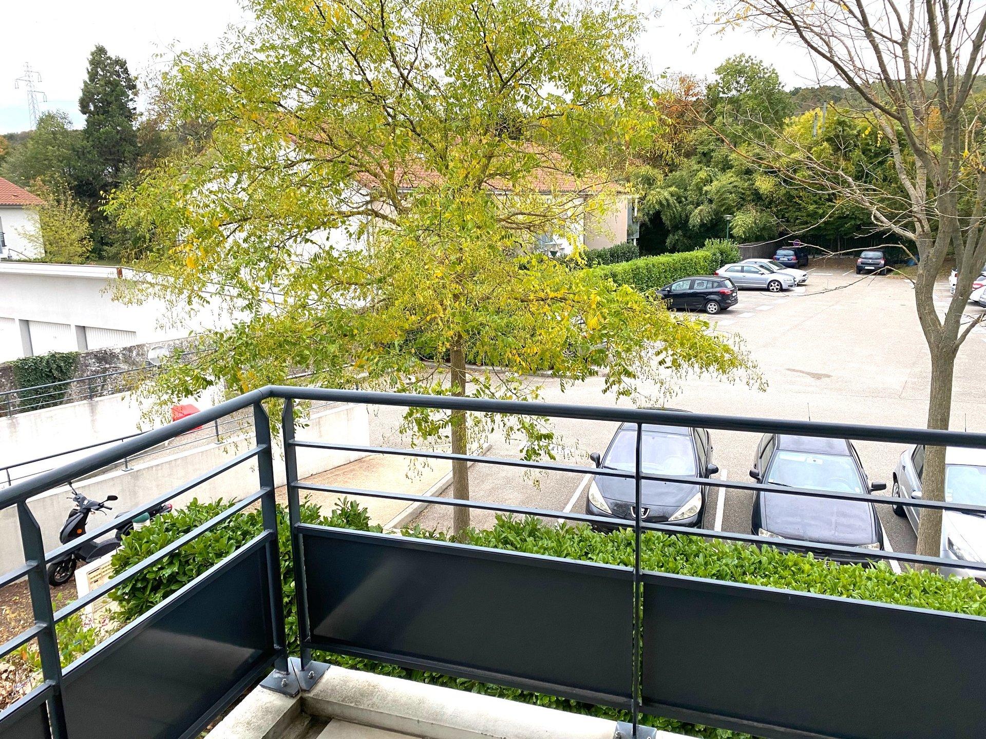 LA VERPILLERE - Beau T2 de 43,31 m2 avec balcon et Parking