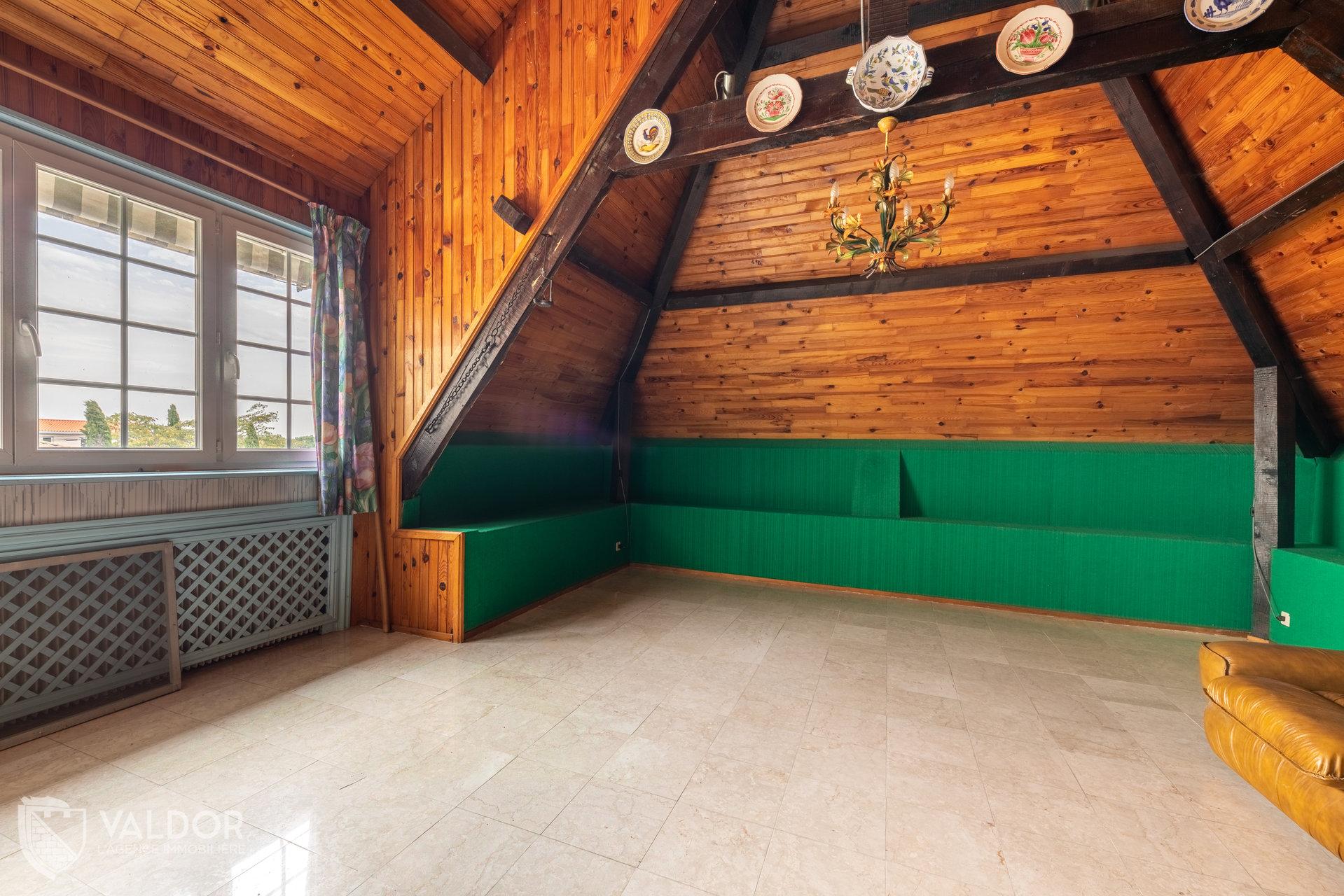 Maison atypique de 190 m² avec grand terrain
