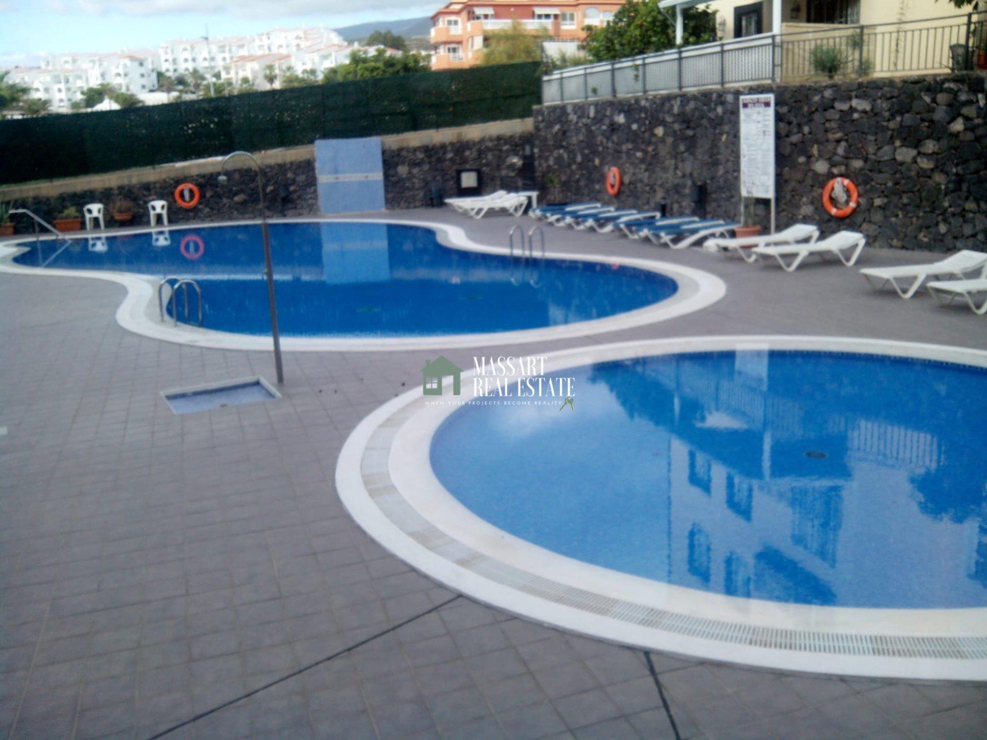 A louer à Callao Salvaje, dans le complexe résidentiel Arco Iris, duplex entièrement meublé et rénové… très proche de la plage!