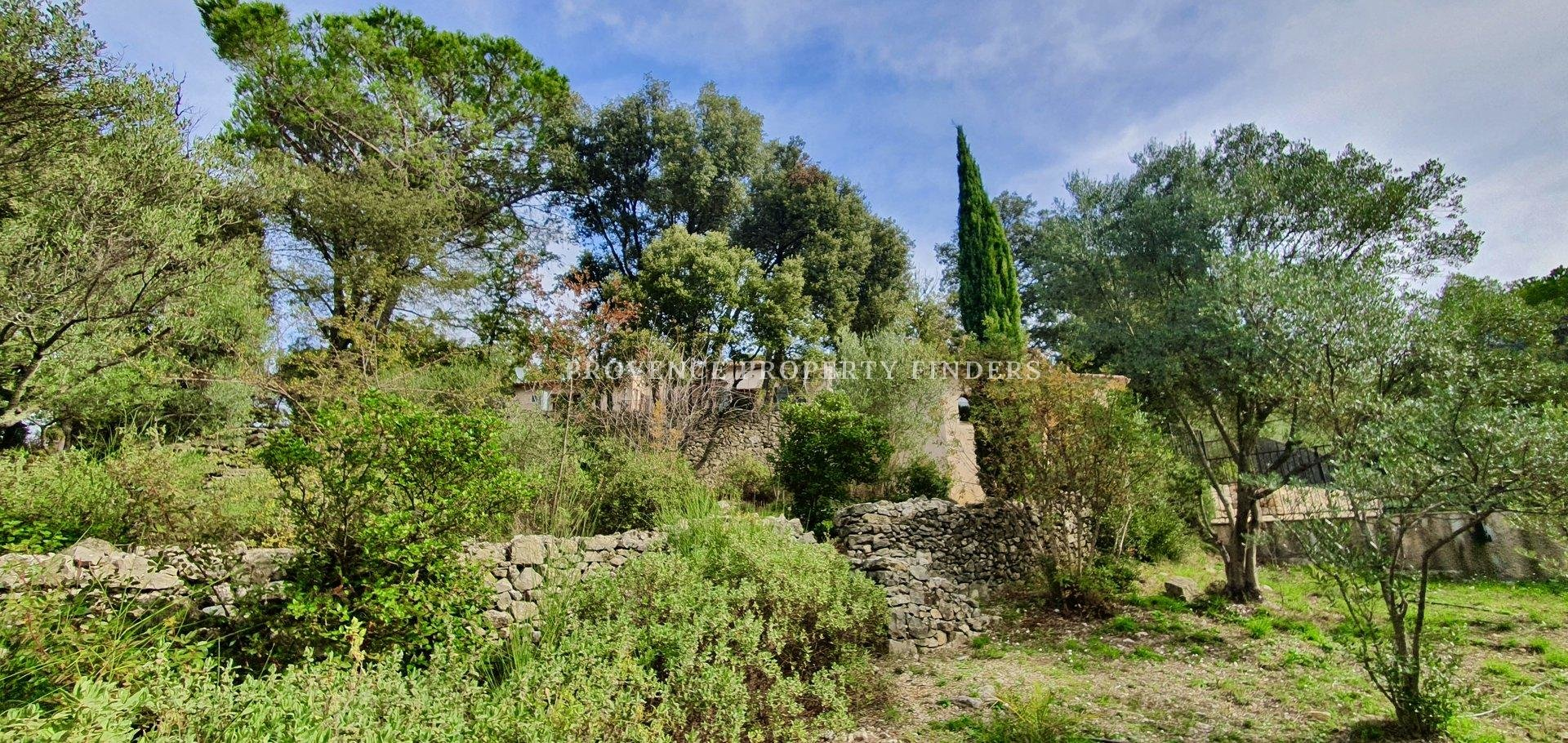 Wonderful home, lots of potential, 6 bedrooms, swimming pool, lovely views.