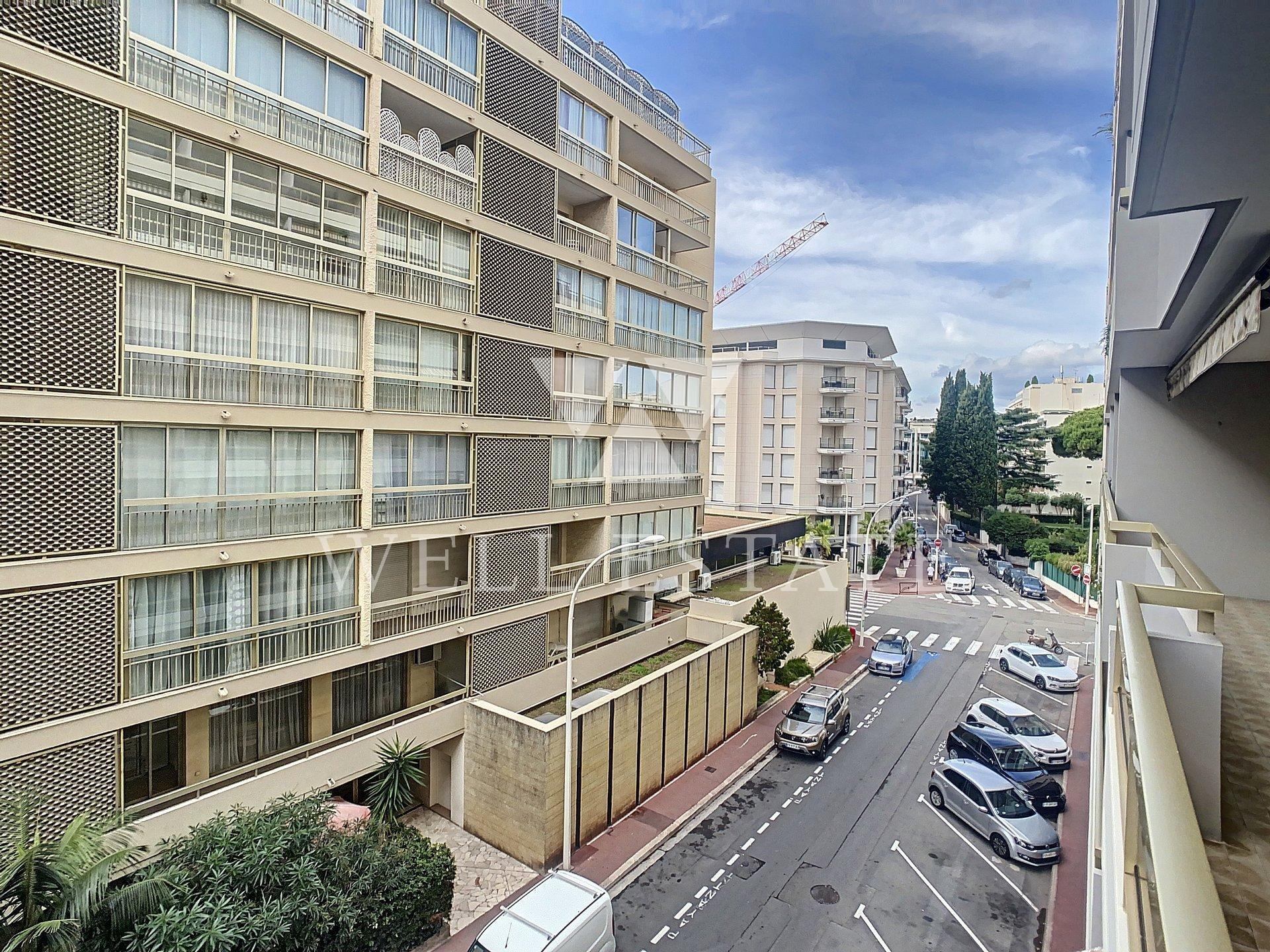 Канны центр 3-х комнатная квартира 80м2 с террасами и балконами