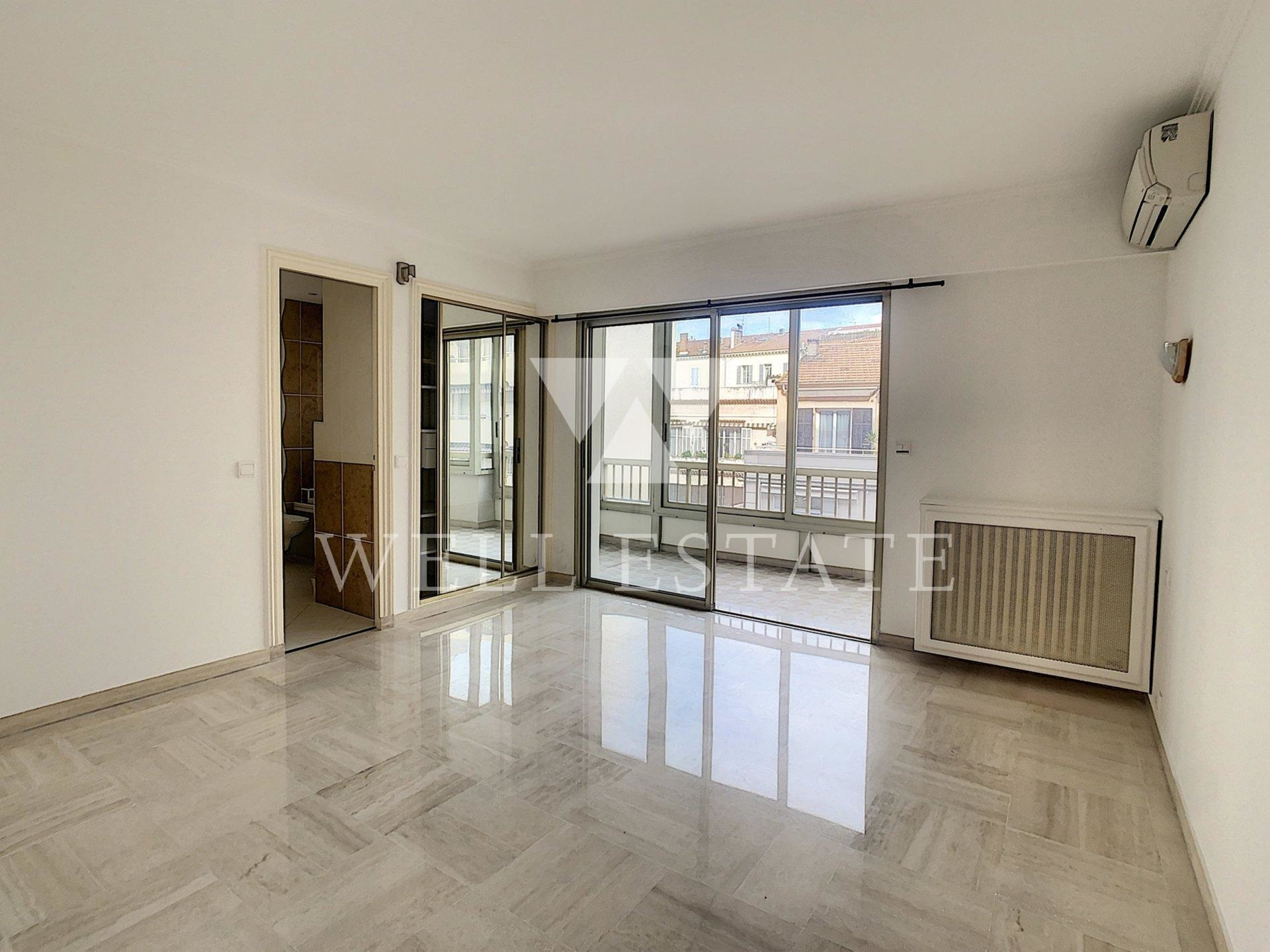 CANNES CENTER 2-BEDROOM APARTMENT WITH TERRACE
