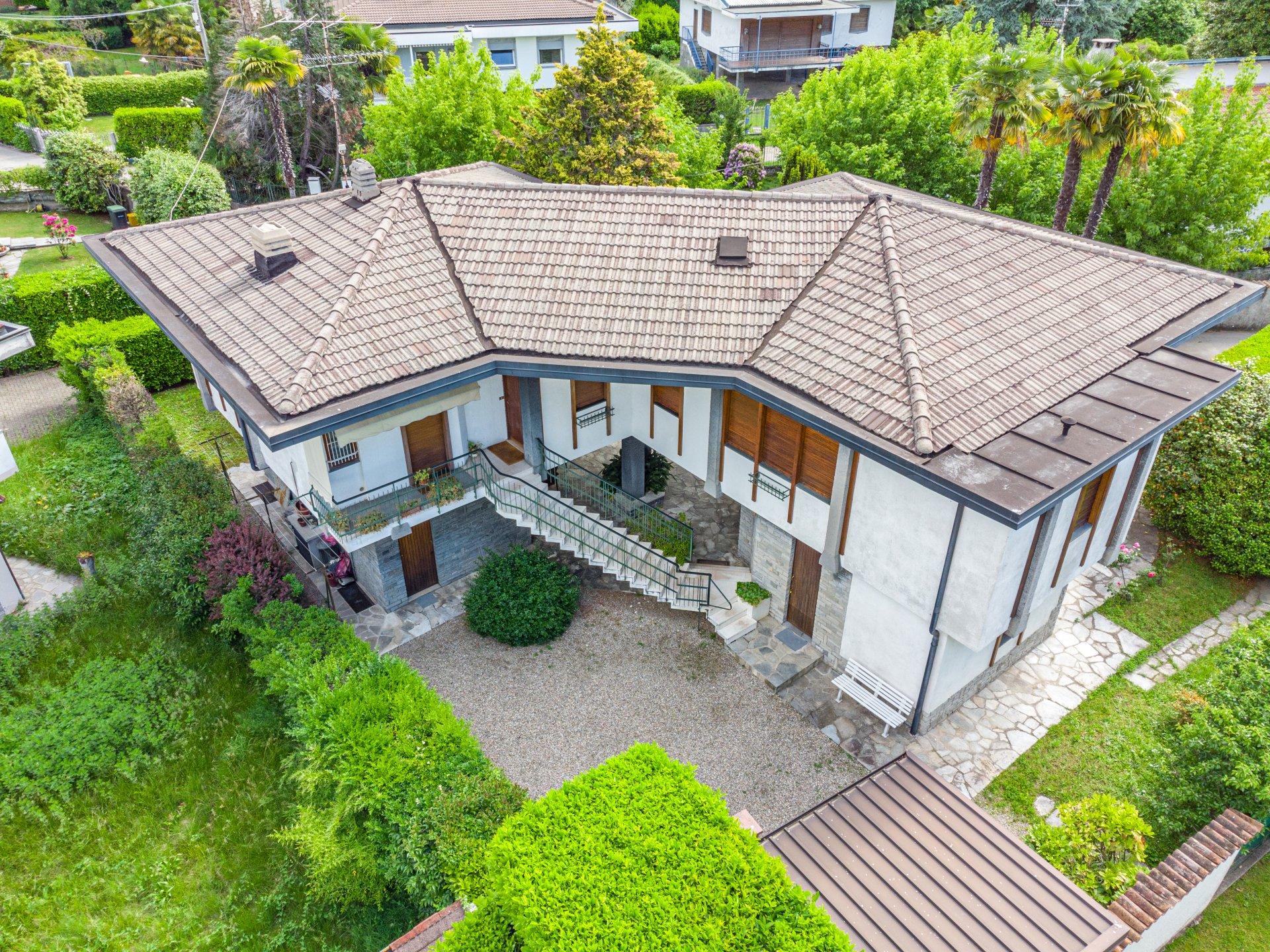 Lago Maggiore 1960er Designvilla zum Verkauf in Lesa