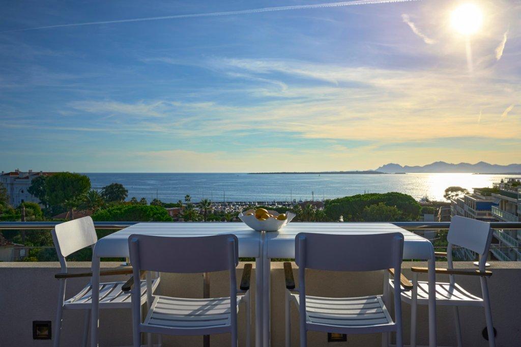 Cap d'Antibes - Penthouse d'exception. Vue mer, piscine privative.