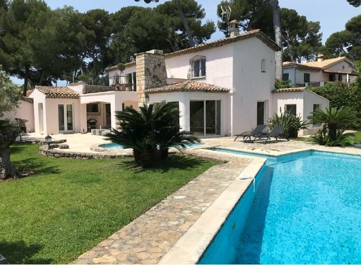 NICE RENOVATED VILA IN CAP D'ANTIBES