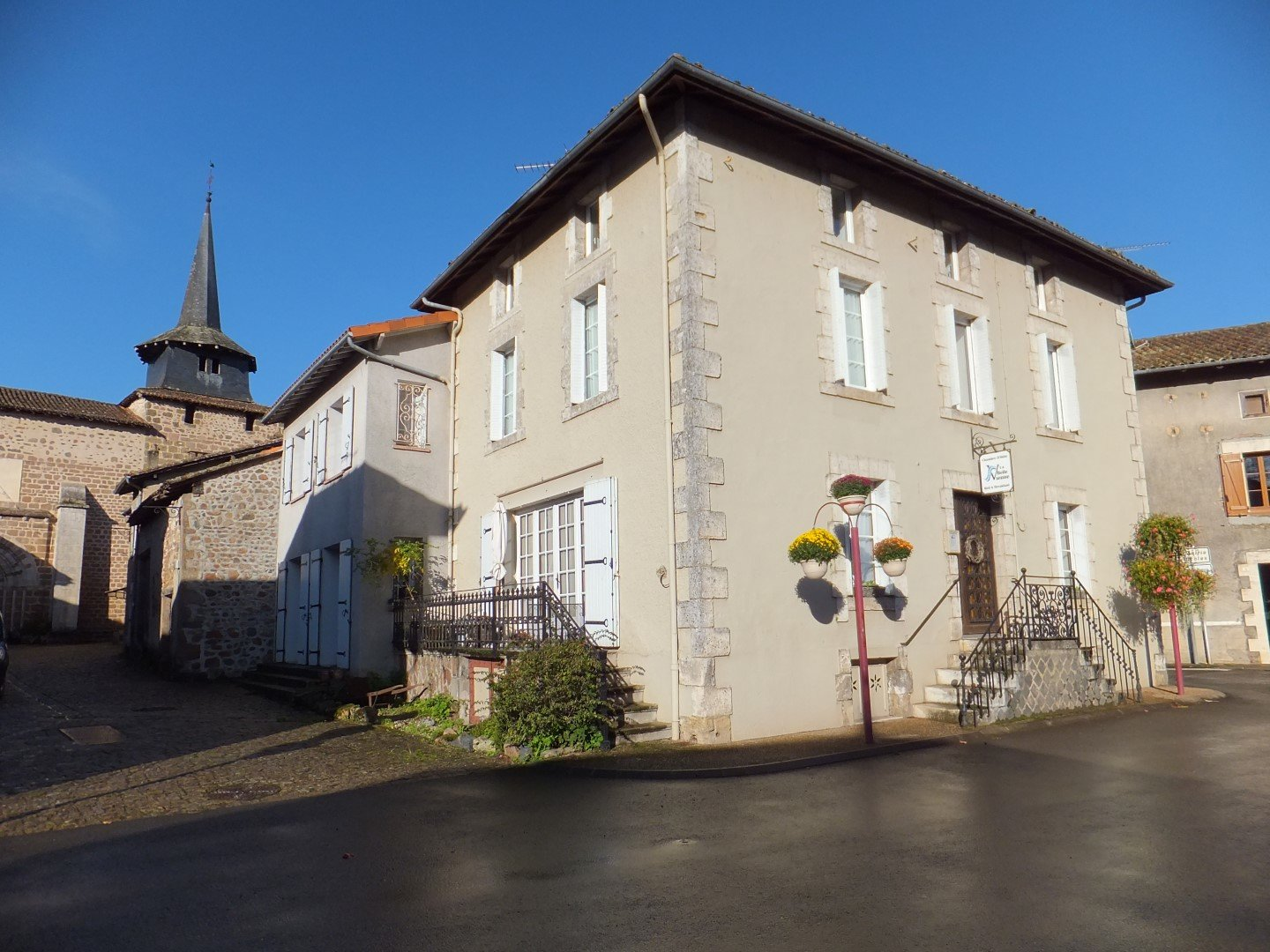 Bed & Breakfast, 7 rooms for sale in the Poitou-Charentes