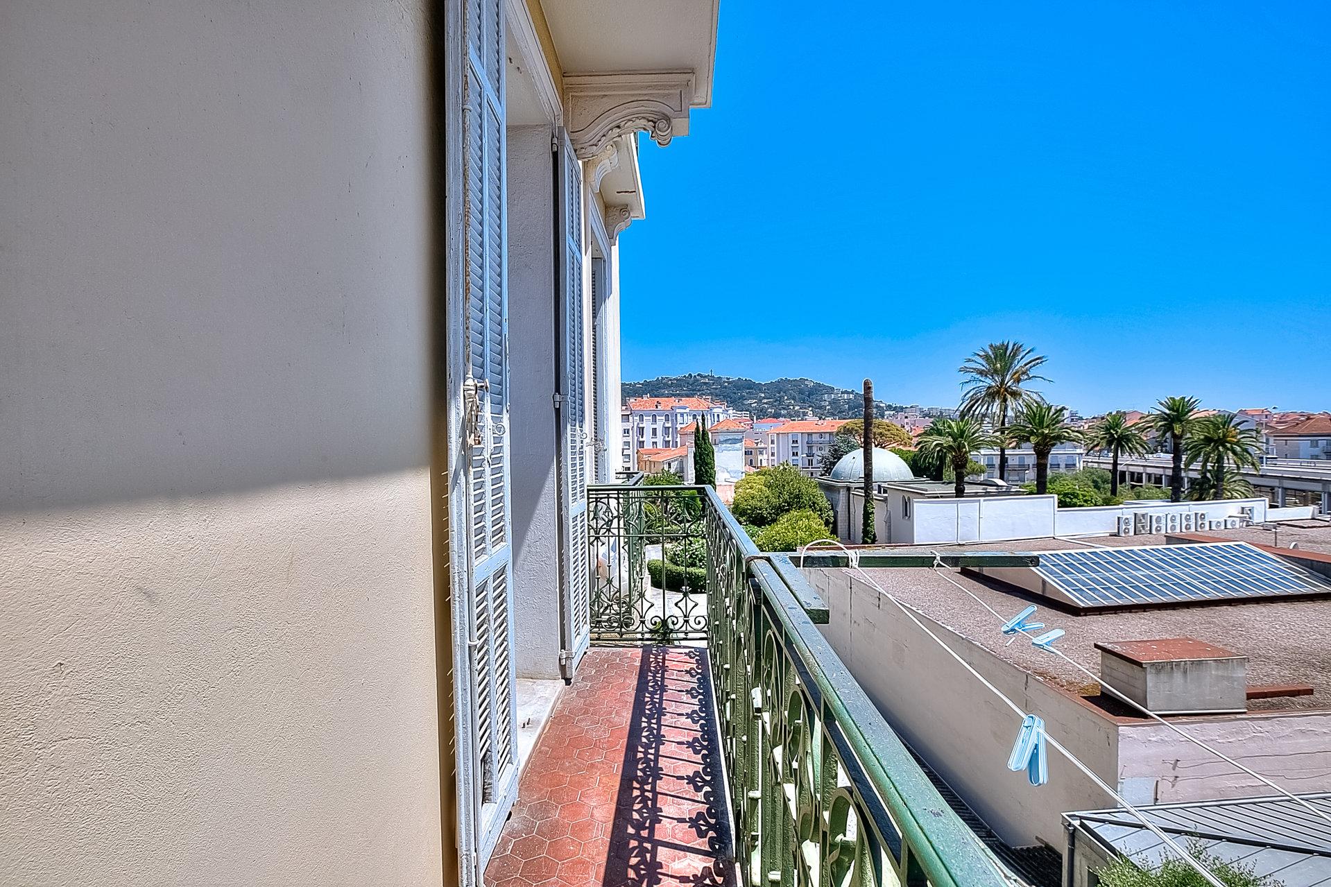 cannes / Republique : 4/5 P 85 m2 , balcon , refait neuf
