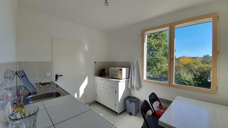 Villa T7 sur un terrain de 4870 m²