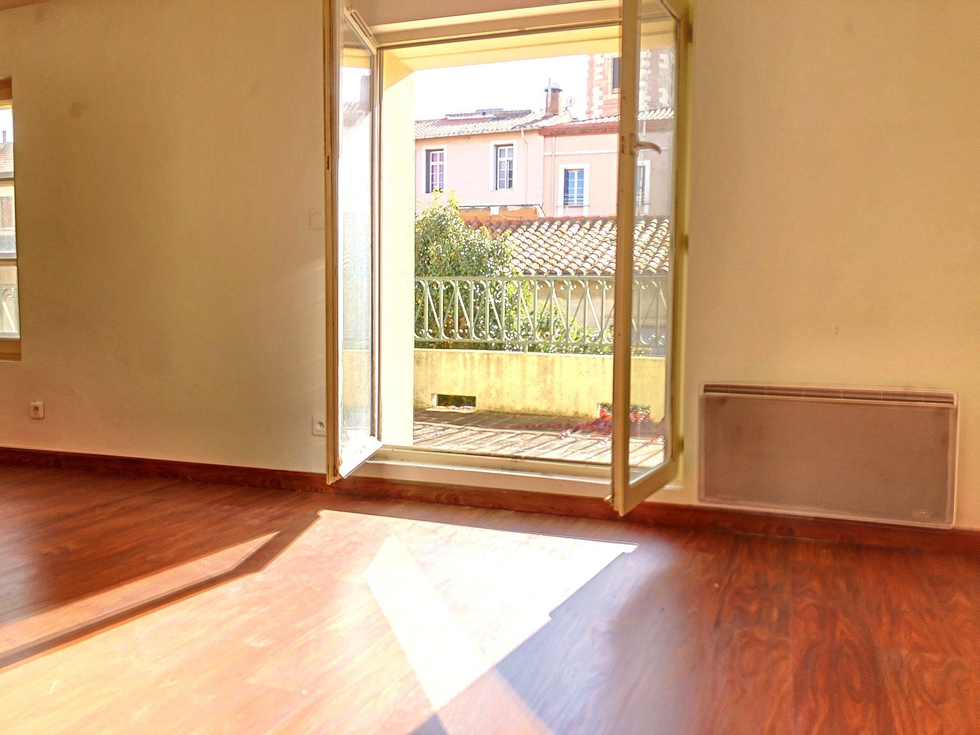 Perpignan Castillet t3 dernier étage terrasse et parking