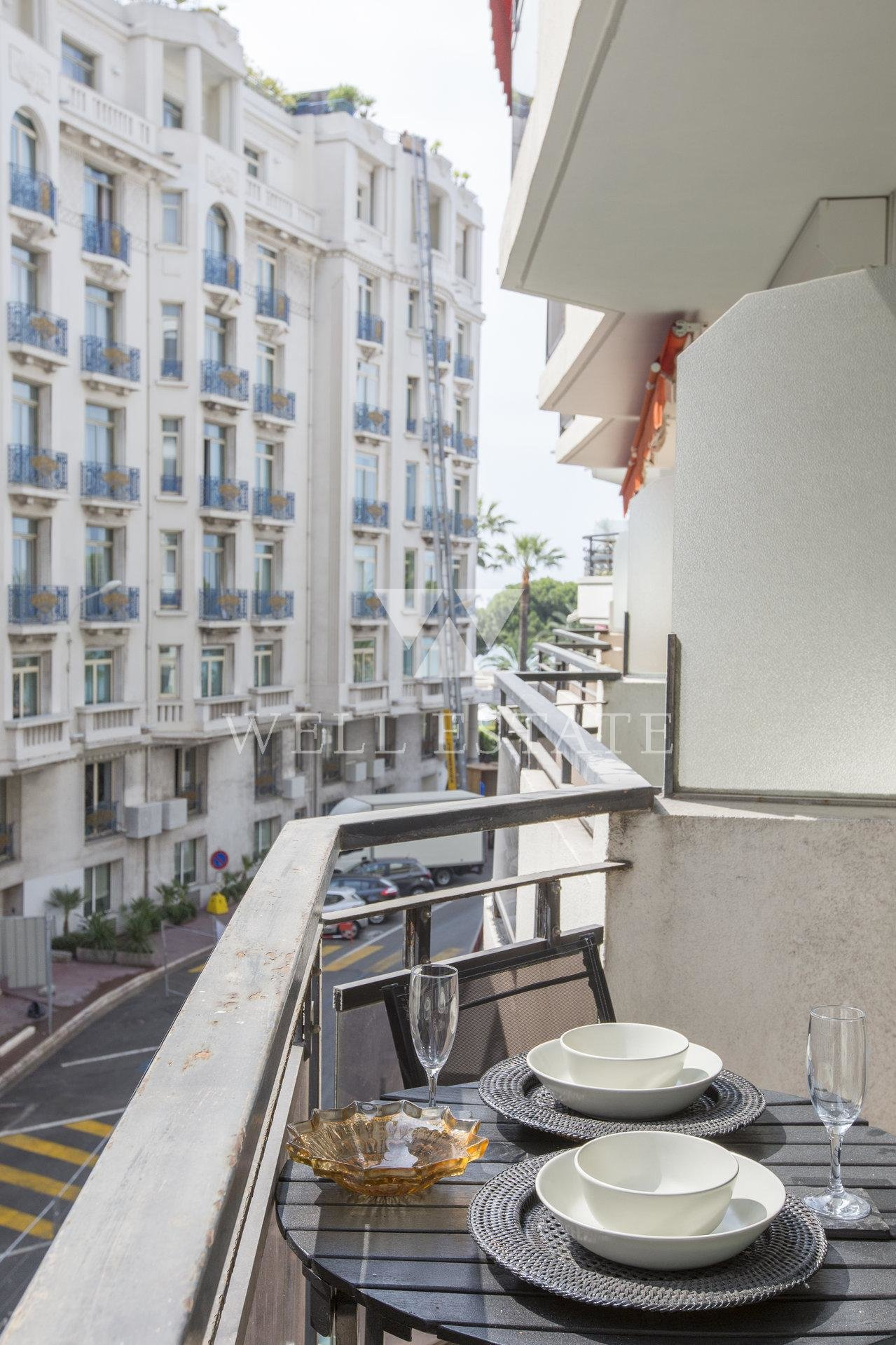 CANNES CROISETTE FACING MARTINEZ HOTEL STUDIO 38M2 WITH SEA VIEW