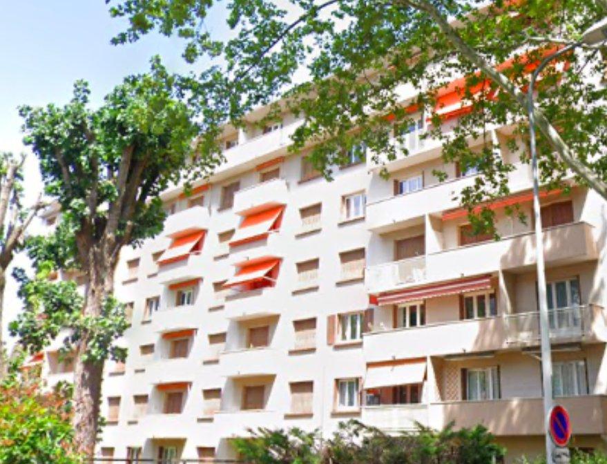 GORGE DE LOUP - T3 à rénover de 57 m2 avec Balcon et Garage