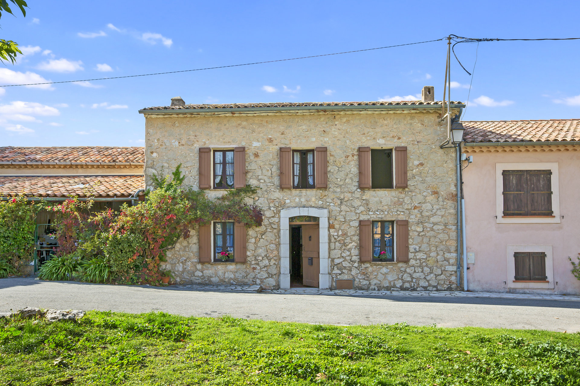 Saint-Cézaire: Beautiful and authentic village house with terrace, garage and breathtaking view