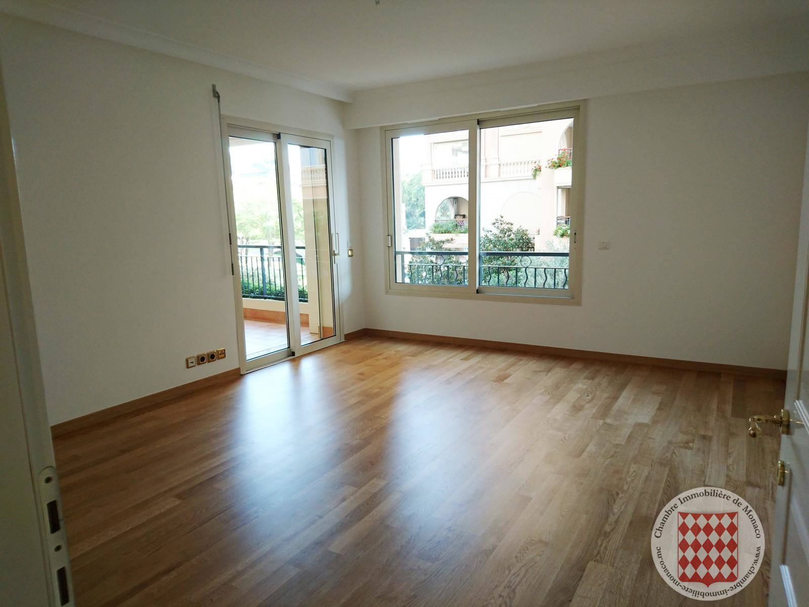 Large 2 Room apartment in prestigious residence