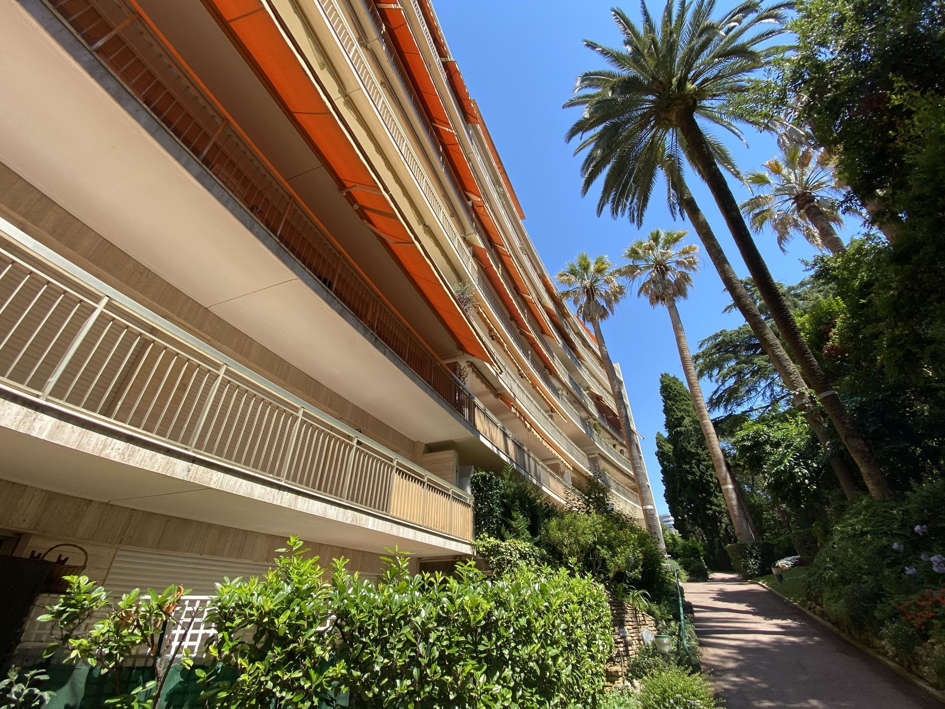 CANNES FOR SALE 3 ROOMS IN A LUXURY RESIDENCE WITH CARETAKER