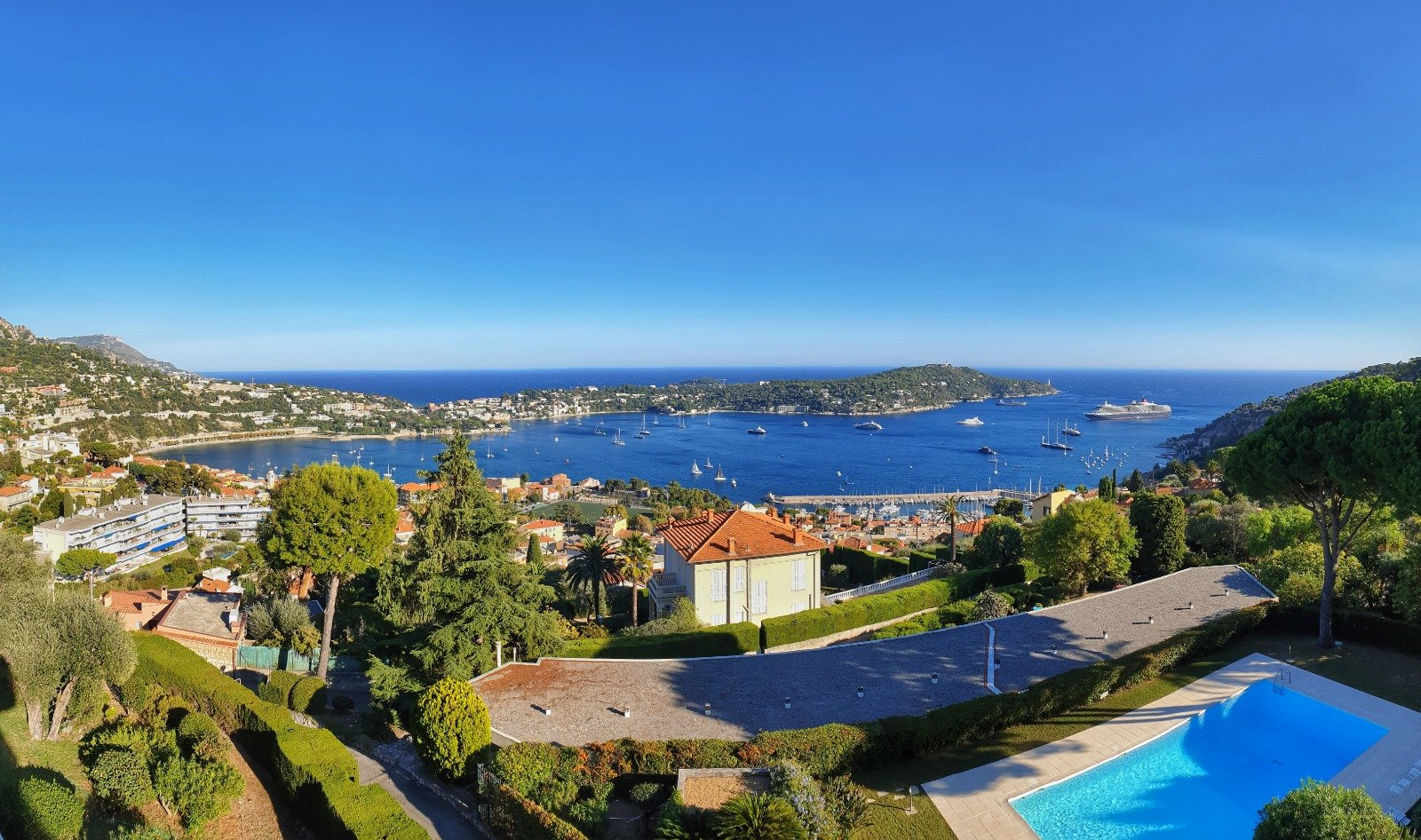 Overlooking the bay of Villefranche and Cap Ferrat, penthouse roof-terrace of 200m2