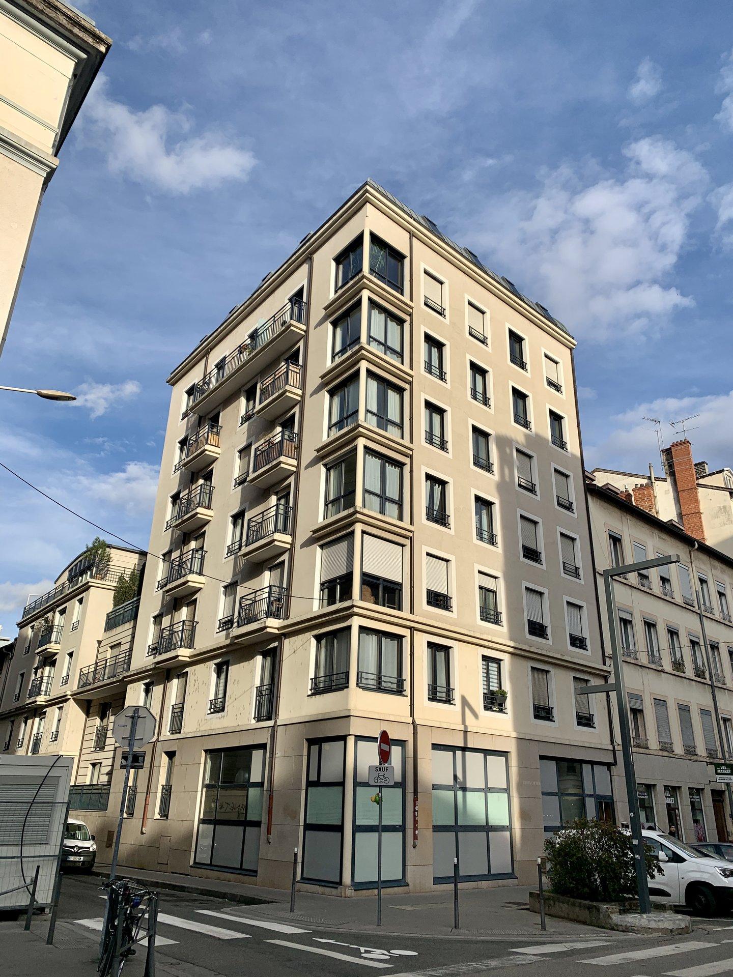 LYON 7 JEAN MACE : T3 67 M2 + Balcon + Garage + Place de stationnement Rue Chevreul