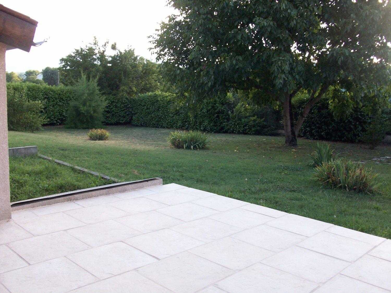 CHONAS L'AMBALLAN, Villa T5 de 119m² avec terrain de 4460 m².