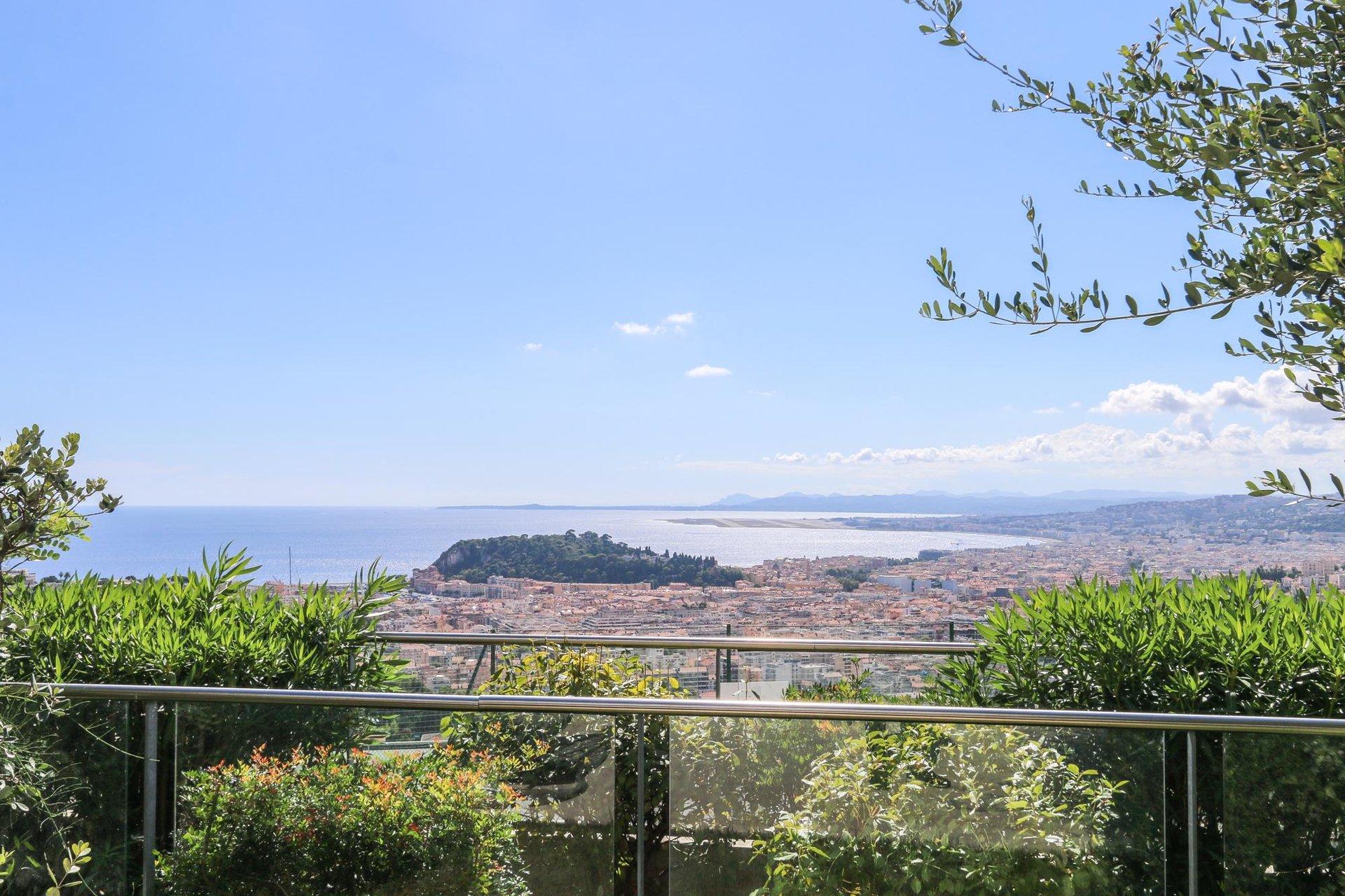 Modern 3:a med terrass och pool - Nice Mont Boron