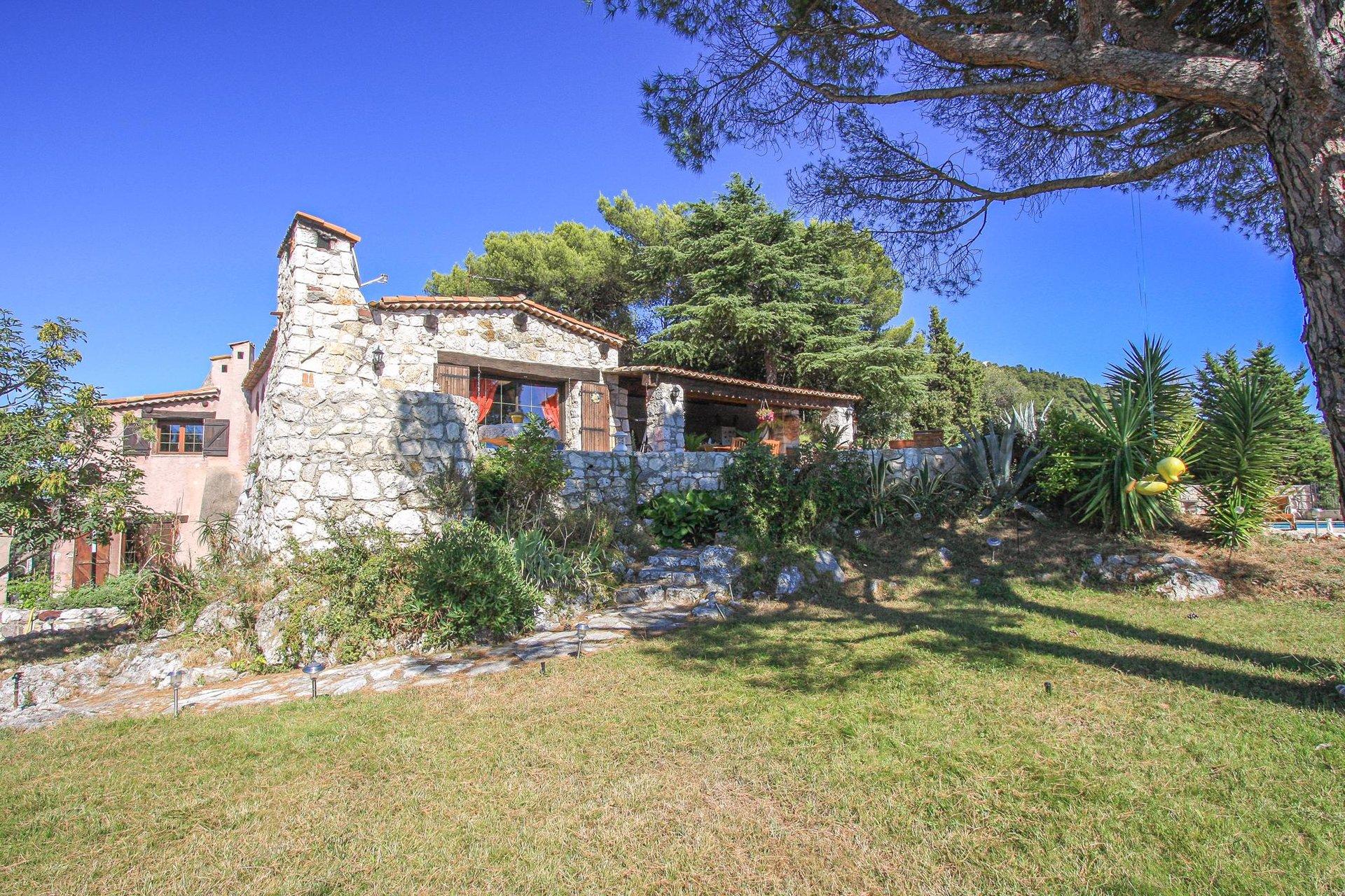 Vackert stenhus med havsutsikt - Nice Vinaigrier