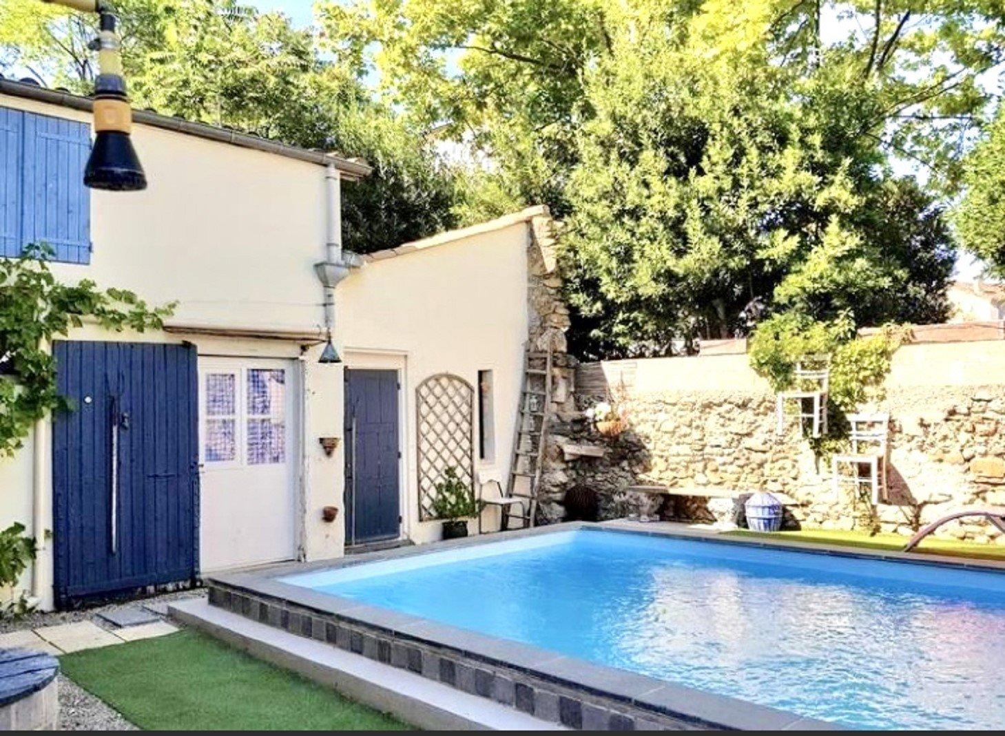 Maison vigneronne avec jardin et piscine