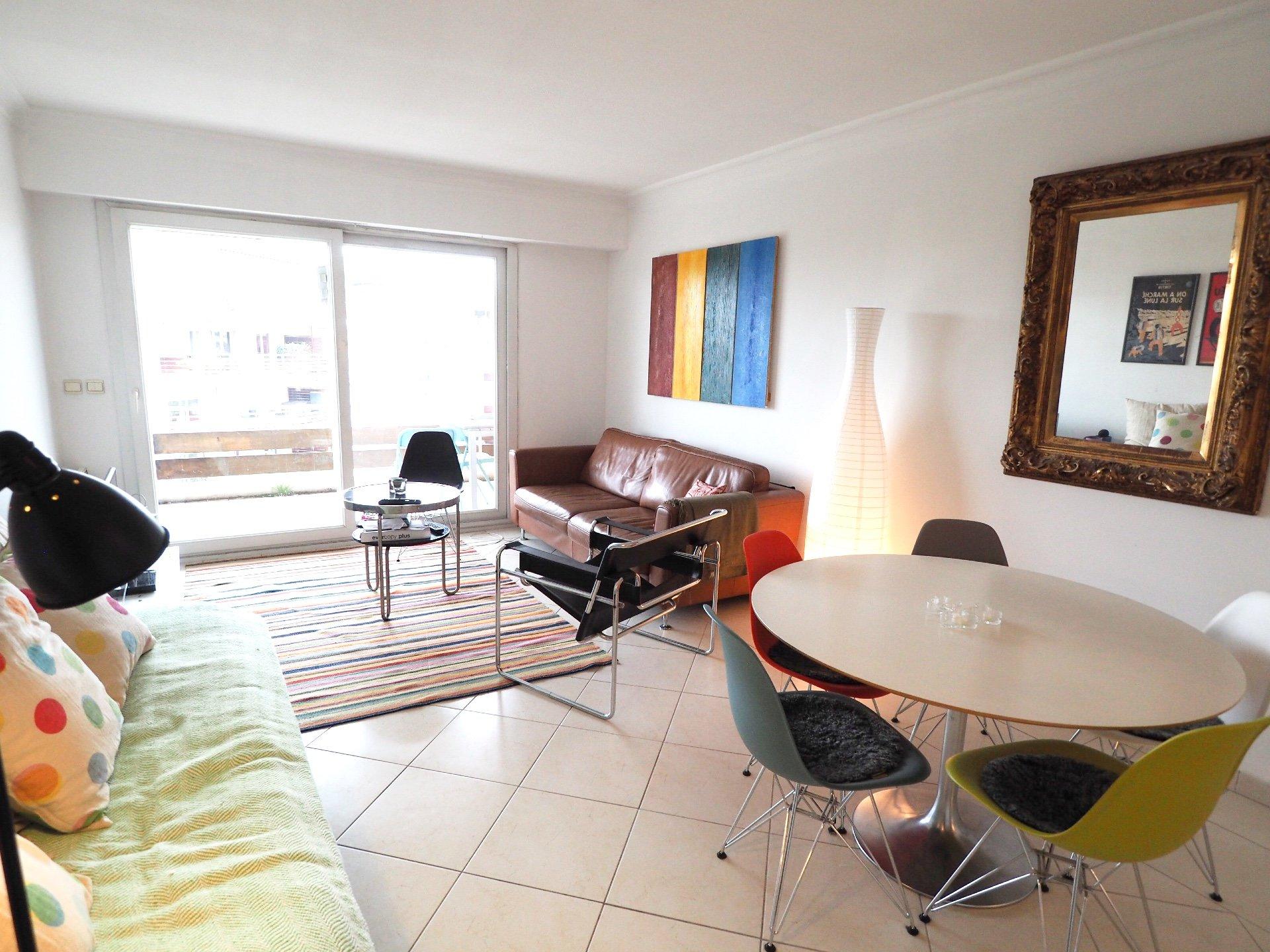 bel appartement 2P au DERNIER ETAGE dans une résidence privée avec piscine