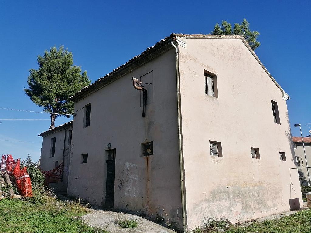 FANO (PU) - CARIGNANO - CASALE CON TERRENO