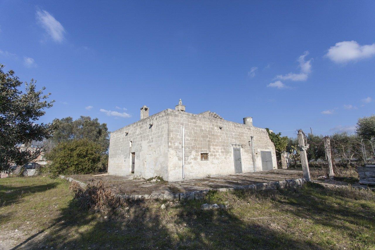 Casale di campagna con oliveto e dependance