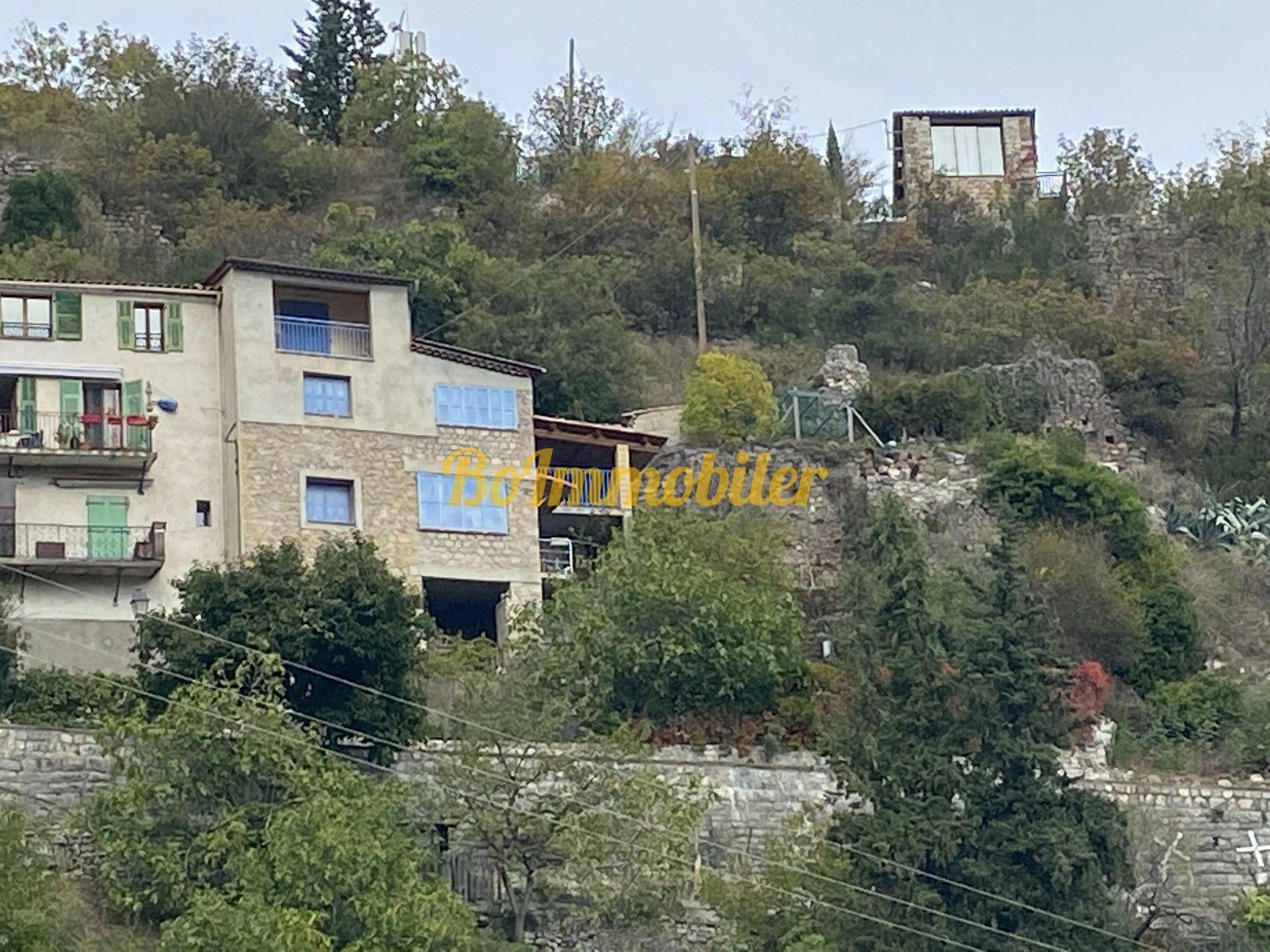 Maison de village 3p + studio + terrasse + terrain + cave