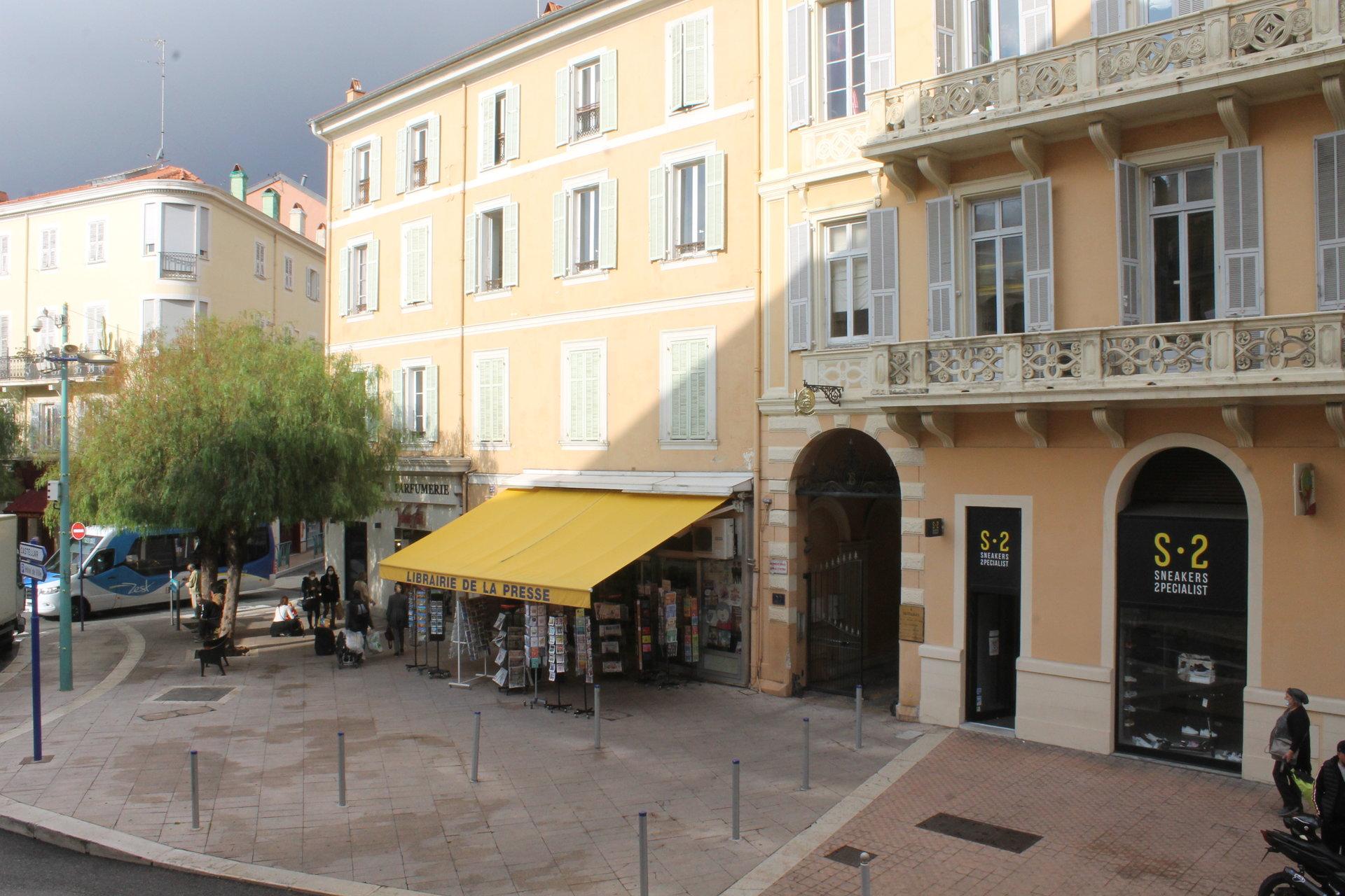 Plein centre ville, place Saint-Roch
