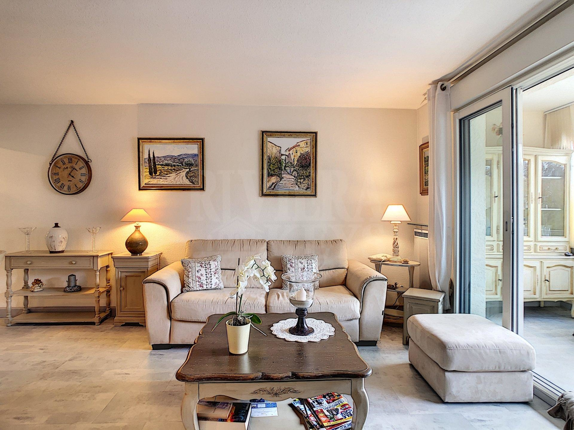 Two-bed apartment, pool, near Fréjus town-centre