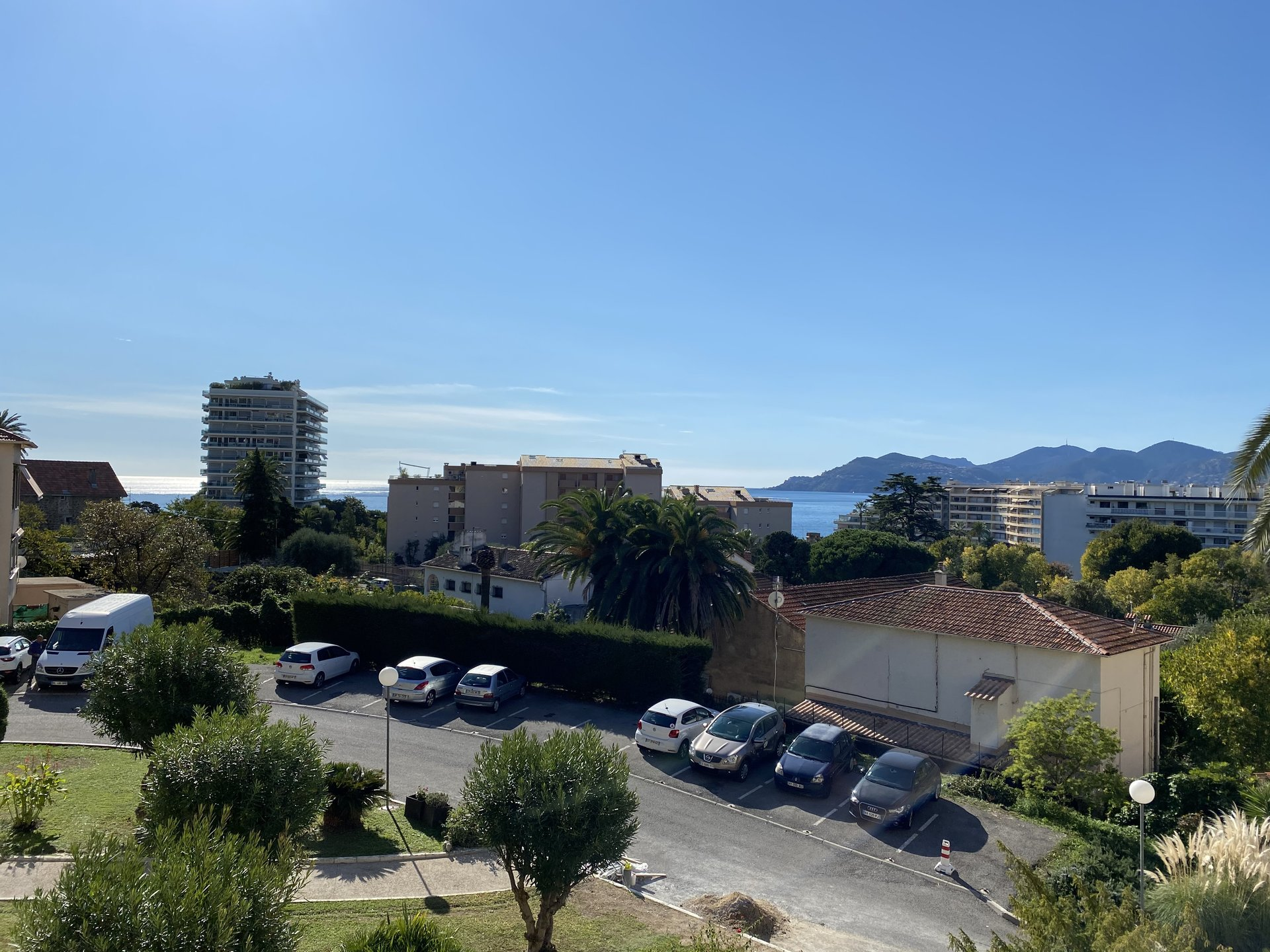 Sole Agent - Cannes  - 2 bedrooms apartment with terrace and nice view