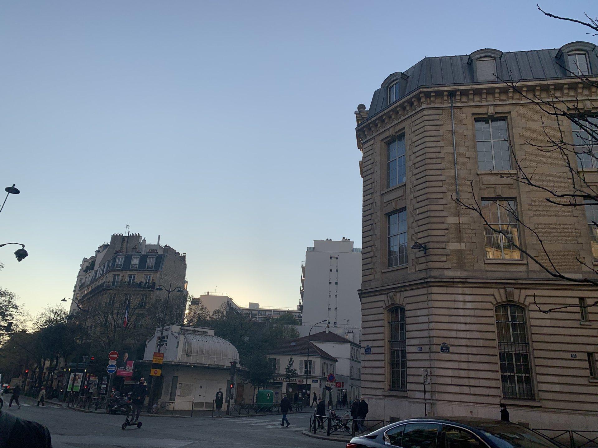 Paris - XX ème - M° Saint Fargeau - 3 PIÈCES - À RÉNOVER - 1ER ÉTAGE ASCENSEUR - BALCON - VUE JARDIN - SOLEIL - CALME ABSOLU - CAVE ET PARKING COMPRIS - BELLE COPROPRIÉTÉ