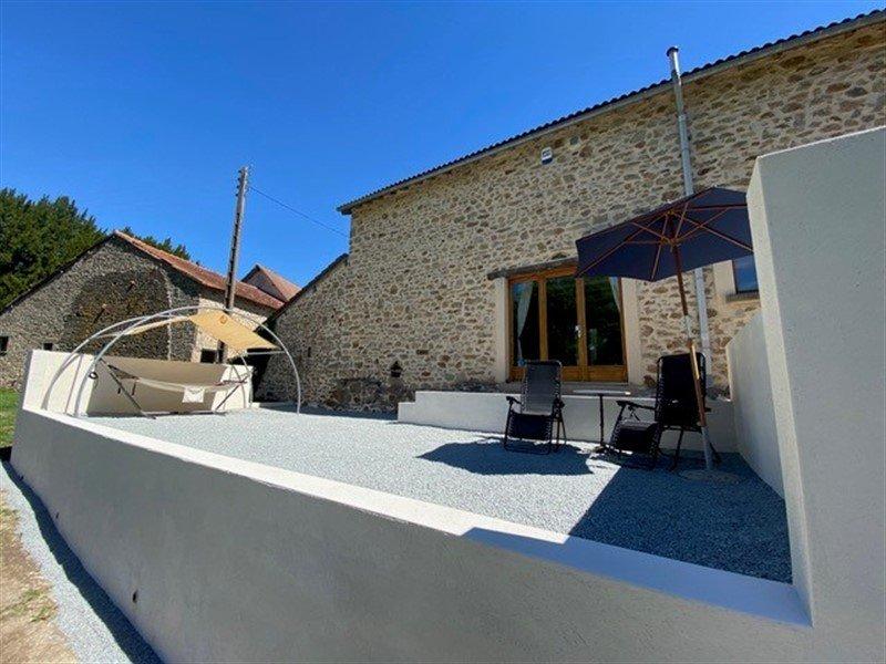 Maison rénovée et terrain à vendre à Dompierre les Eglises