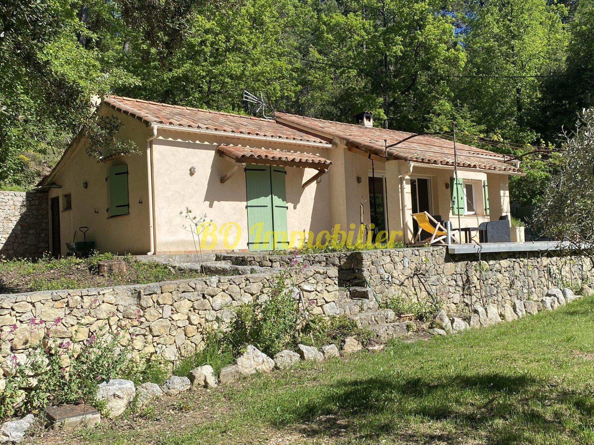Maison individuelle de 70m² avec possibilité d'extension + 3 box à chevaux + piscine.